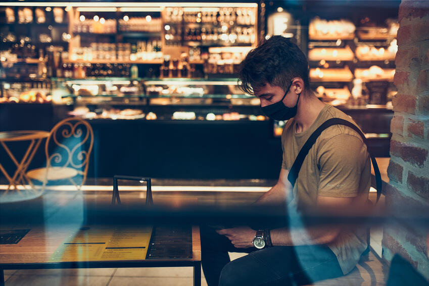 Customer getting coffee in shop on the GfK Blog about brand authenticity