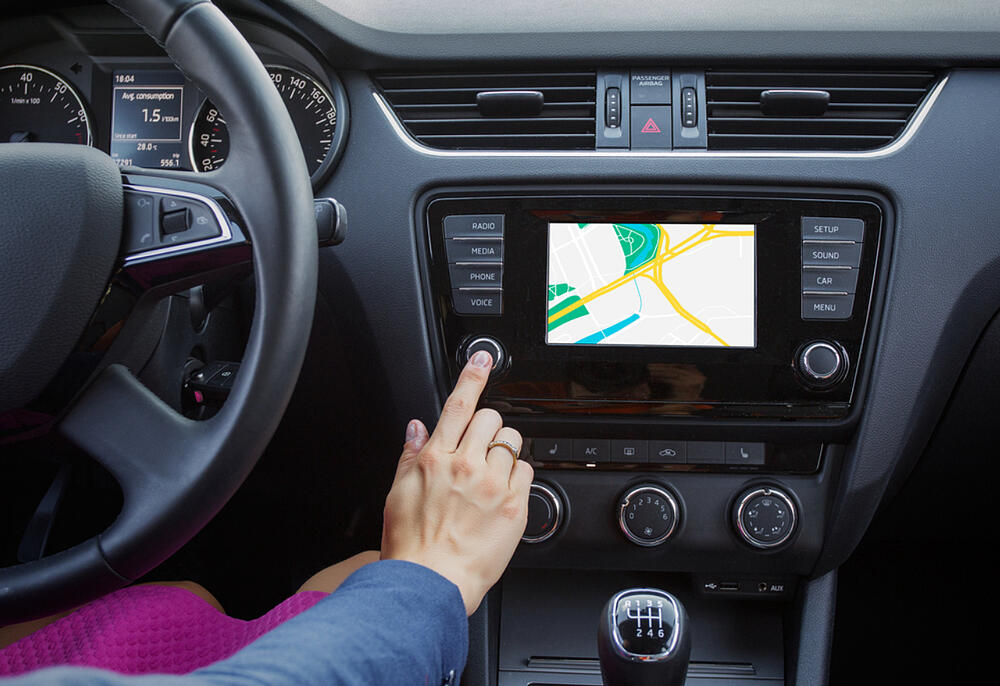navigation system while driving a car technology